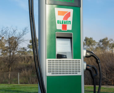 7-Eleven rolling out 500 electric vehicle ports by end of 2022